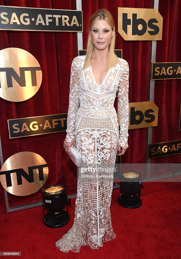 Actor Julie Bowen attends The 23rd Annual Screen Actors Guild Awards at The Shrine Auditorium on January 29, 2017 in Los Angeles, California. 26592_009