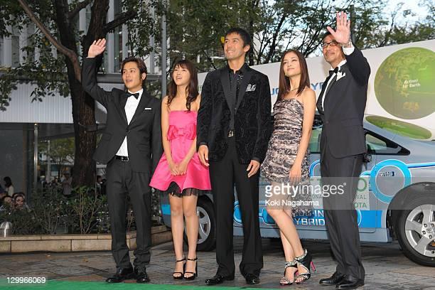 Actor Junpei Mizobata actress Seika Taketomi actor Hiroshi Abe actress Meisa Kuroki and actor Kiichi Nakai pose on the green carpet during the Tokyo...