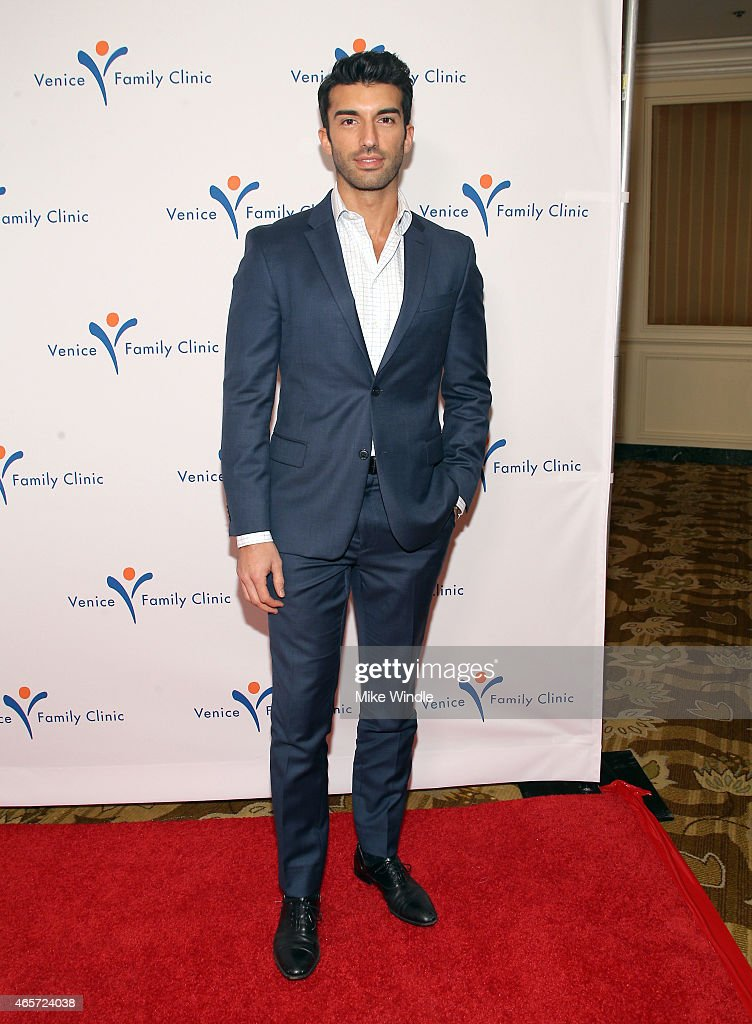 actor justin baldoni attends venice family clinics silver circle gala at regent beverly wilshire hotel on - Silver Hotel 2015