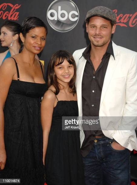 Actor Justin Chambers wife Keisha Chambers and daughter arrive to the 2007 American Music Awards at the Nokia Theatre on November 18 2007 in Los...