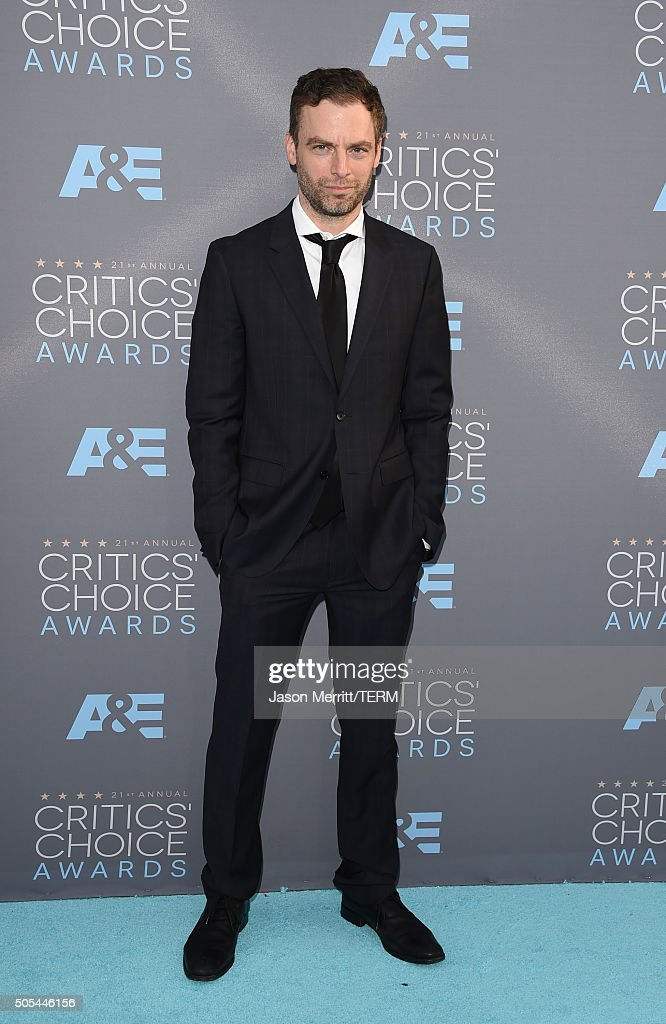 Actor Justin Kirk attends the 21st Annual Critics' Choice Awards at Barker Hangar on January 17, 2016 in Santa Monica, California.