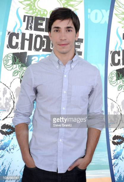 Actor Justin Long arrives at the 2010 Teen Choice Awards at Gibson Amphitheatre on August 8 2010 in Universal City California