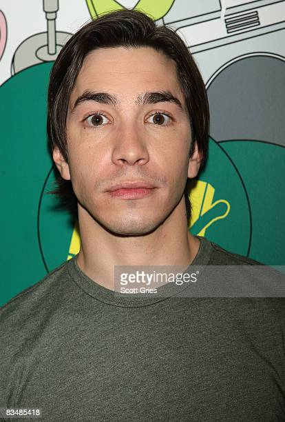 Actor Justin Long poses backstage during MTV's Total Request Live at the MTV Times Square Studios October 29 2008 in New York City