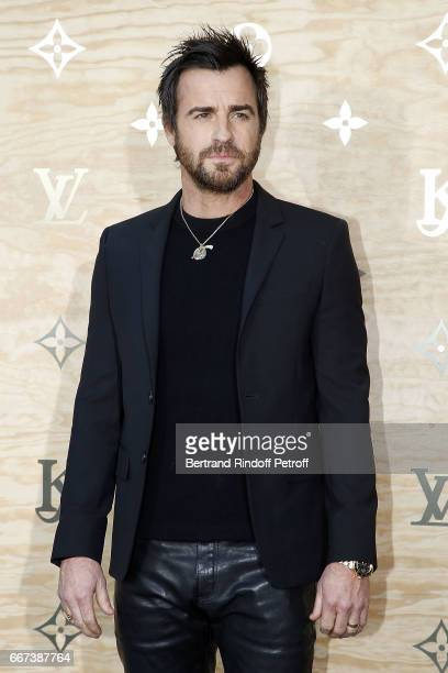 Actor Justin Theroux attends the LVxKOONS exhibition at Musee du Louvre on April 11 2017 in Paris France