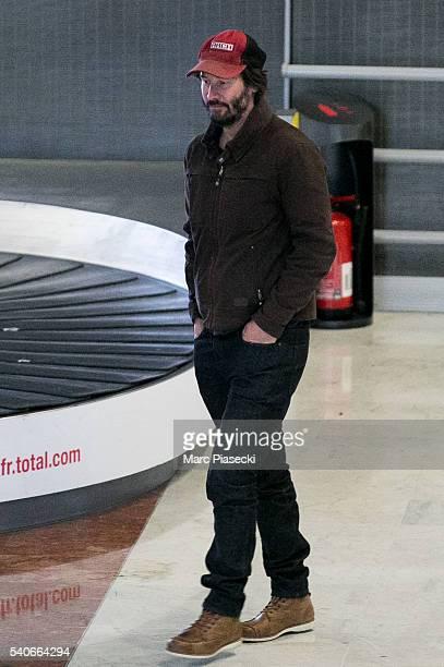 Actor Keanu Reeves arrives at CharlesdeGaulle airport on June 16 2016 in Paris France