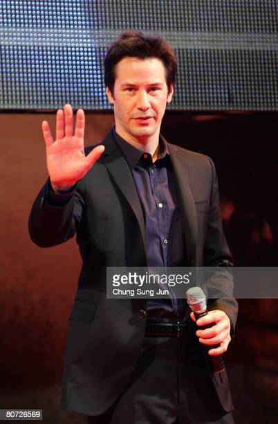 """Actor Keanu Reeves attends the Korea premiere for his recent movie """"Street Kings"""" at the YongSan CGVon April 17, 2008 in Seoul, South Korea."""