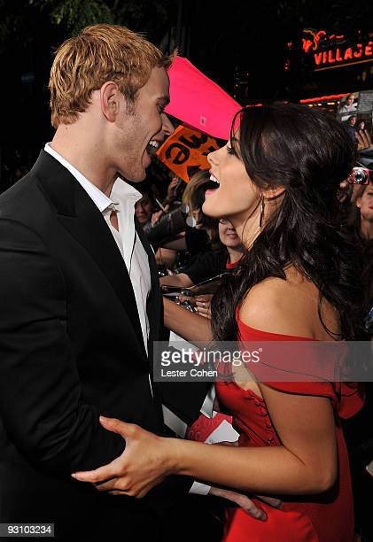 "Actor Kellan Lutz and actress Ashley Greene arrive at the premiere of Summit Entertainment's ""The Twilight Saga: New Moon"" on November 16, 2009 in..."