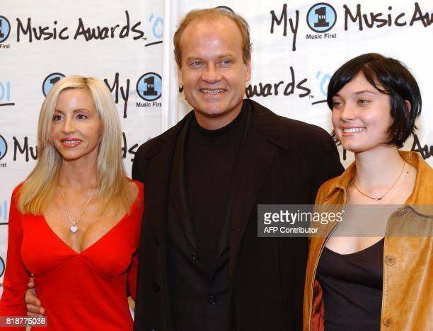 """Actor Kelsey Grammar arrives with his wife Camille and his daughter Spencer at """"My VH1 Awards '01,"""" at the Shrine Auditorium in Los Angeles, 02..."""