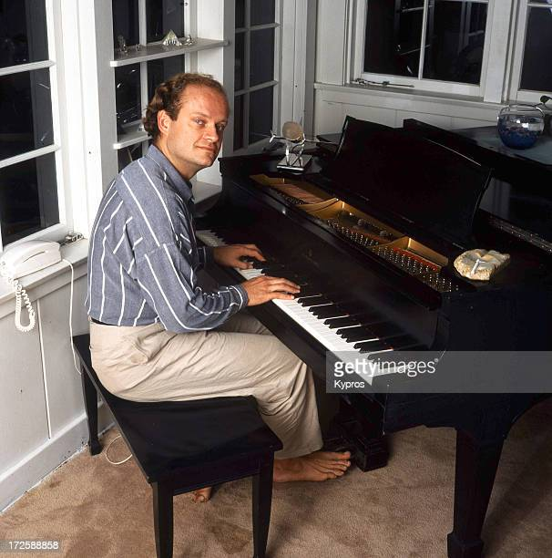 Actor Kelsey Grammer at the piano 1988