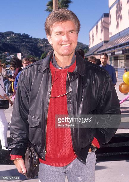 Actor Kent McCord attends The Wizard Universal City Premiere on December 2 1989 at Cineplex Odeon Universal City Cinemas in Universal City California
