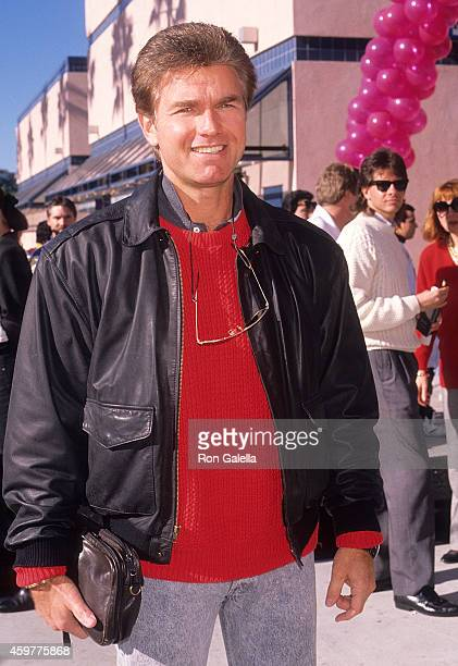 Actor Kent McCord attends 'The Wizard' Universal City Premiere on December 2 1989 at Cineplex Odeon Universal City Cinemas in Universal City...