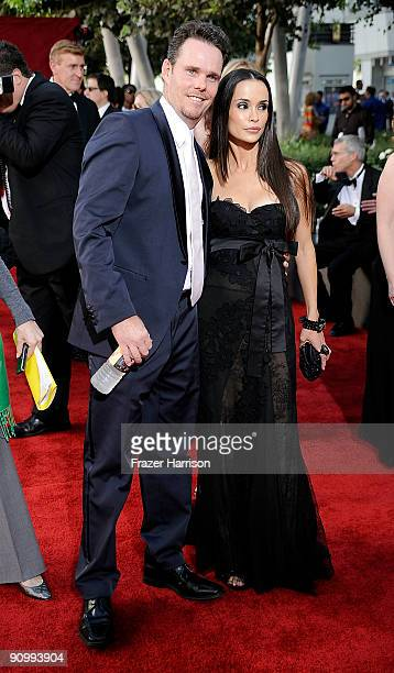 Actor Kevin Dillon and wife Jane Stuart arrive at the 61st Primetime Emmy Awards held at the Nokia Theatre on September 20, 2009 in Los Angeles,...