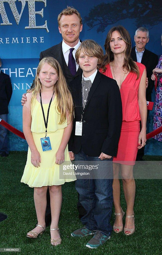 """Film Independent's 2012 Los Angeles Film Festival Premiere Of Disney Pixar's """"Brave"""" - Arrivals : Photo d'actualité"""