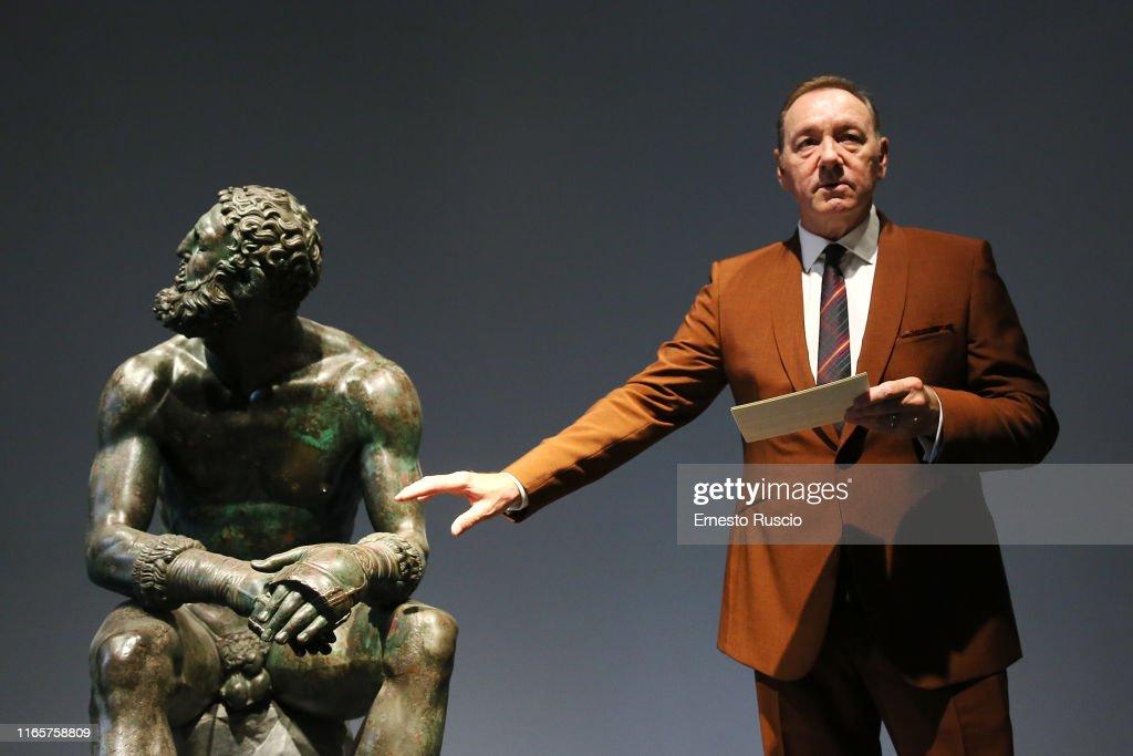 """The Boxer - La nostalgia del poeta"" Reading In Rome : News Photo"
