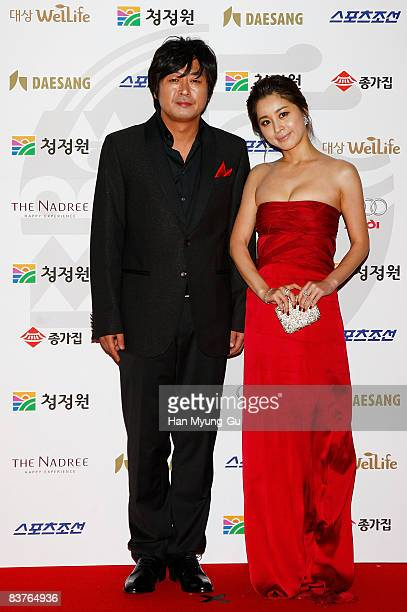 Actor Kim YunSeok and actress Seo YoungHee pose on the red carpet of the 29th Blue Dragon Film Awards at KBS Hall on November 20 2008 in Seoul South...