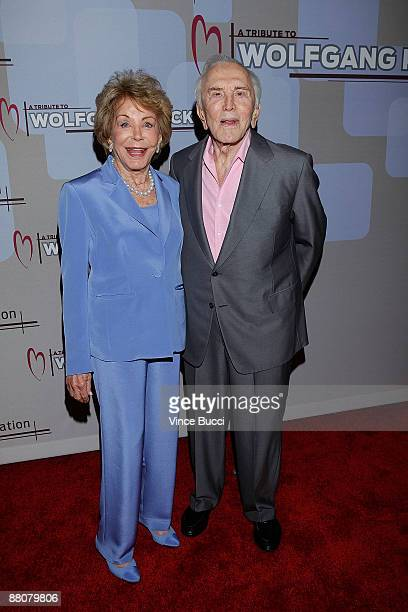 Actor Kirk Douglas and wife Ann attend the CedarsSinai Medical Center Heart Foundation's event honoring celebrity chef Wolfgang Puck with the Steven...