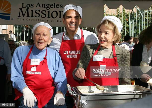 Actor Kirk Douglas and wife Anne and mayor of Los Angeles Antonio Villaraigosa attend the Los Angeles Mission Thanksgiving meal for the homeless at...