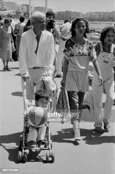 Actor Klaus Kinski with wife Minhoi and son Nikolai strolling on the Croisette on May 22 1979 in Cannes France