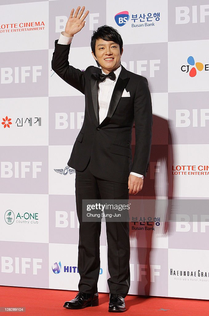 Actor Lee Bum-Soo arrives for the opening ceremony of the 16th Busan International Film Festival (BIFF) at the Busan Cinema Center on October 6, 2011 in Busan, South Korea. The biggest film festival in Asia showcases 307 films from 70 countries and runs from October 6-14.