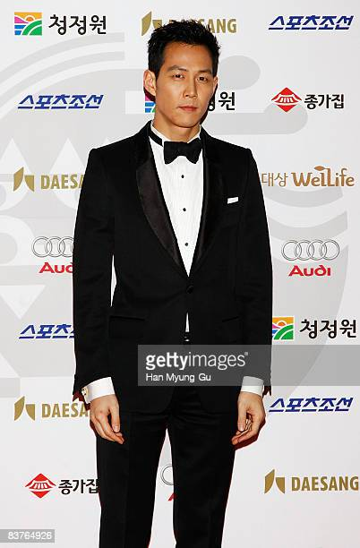 Actor Lee JungJae poses on the red carpet of the 29th Blue Dragon Film Awards at KBS Hall on November 20 2008 in Seoul South Korea