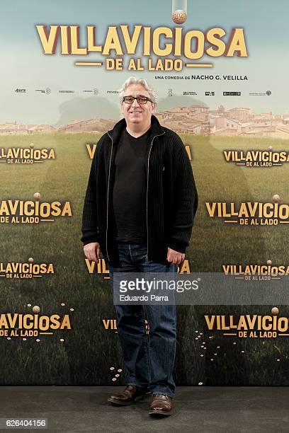 Actor Leo Harlem attends the 'Villaviciosa de Al Lado' photocall at Palacio de los Duques hotel on November 29 2016 in Madrid Spain