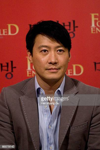 Actor Leon Lai attends the Forever Enthralled Press Screening at Wangshimni CGV on March 24 2009 in Seoul South Korea The film will open on April 9...