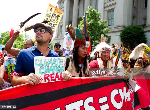 TOPSHOT Actor Leonardo DiCaprio marches march on Pennsylvania Avenue during the People's Climate March in Washington DC on April 2017 / AFP PHOTO /...