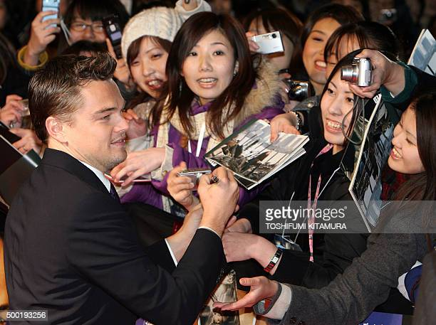 """Actor Leonardo DiCaprio signs autographs upon his arrival for his latest movie, """"The Departed"""" Japan Premier Red Carpet event in Tokyo, 19 January..."""