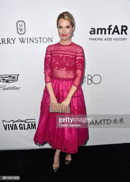 Actor Leslie Grossman attends the amfAR Gala at Ron Burkle's Green Acres Estate on October 13 2017 in Beverly Hills California