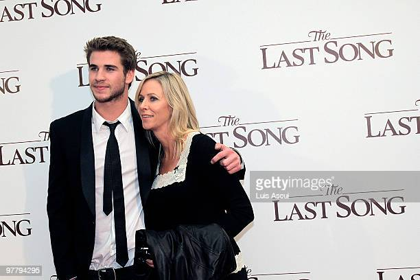 "Actor Liam Hemsworth arrives with mother Leonie to the Australian premiere of ""The Last Song"" at the Village Jam Factory on March 17, 2010 in..."