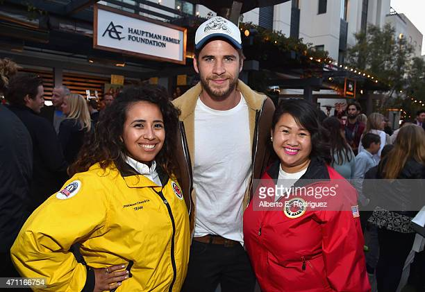 Actor Liam Hemsworth pose with City Year AmeriCorps members at City Year Los Angeles Spring Break at Sony Studios on April 25 2015 in Los Angeles...