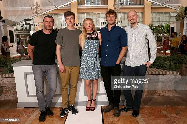 Actor Liev Schreiber actor Nick Robinson actress Chloe Grace Moretz actor Alex Roe and director J Blakeson attend 'The 5th Wave' photo call during...