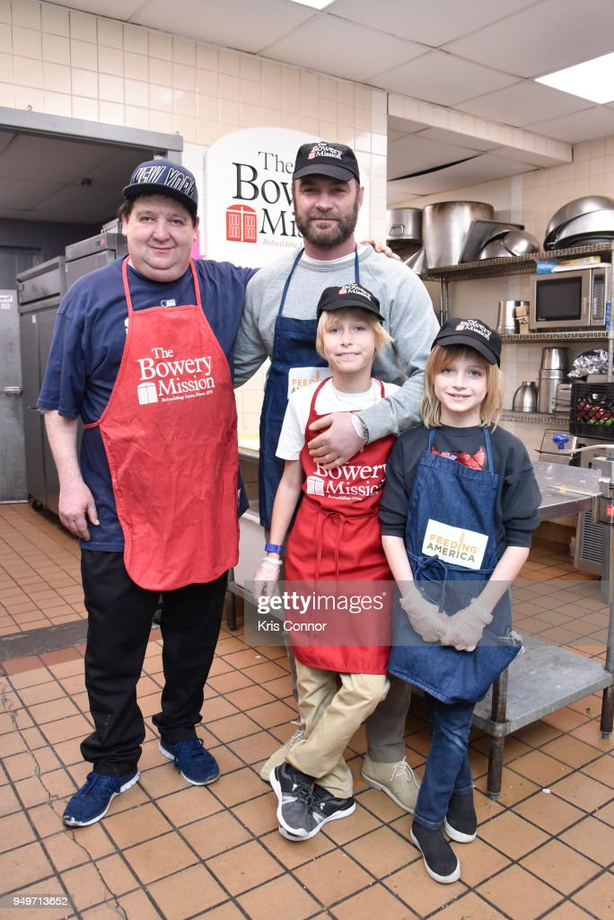 Liev Schreiber Volunteers With Feeding America At The Bowery Mission