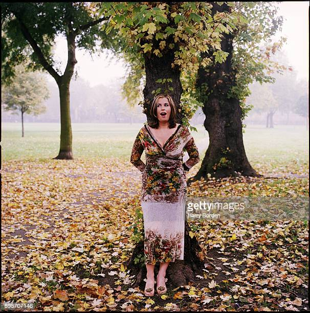 Actor Liza Tarbuck is photographed for Red magazine on October 29, 1999 in London, England.