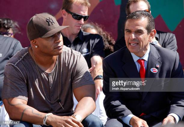 Actor LL Cool J and Los Angeles Mayor Antonio Villaraigosa attend the 2000 Acts Of Hope Charitable Initiative With The Los Angeles Kings at Figueroa...