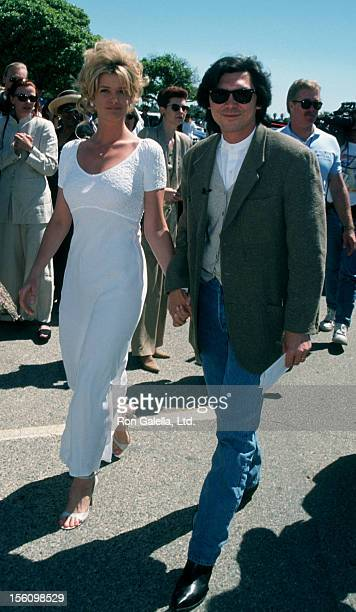 Actor Lou Diamond Phillips and wife Kelly Preston attending 10th Annual IFPWest Independent Spirit Awards on March 25 1995 at Santa Monica Beach in...