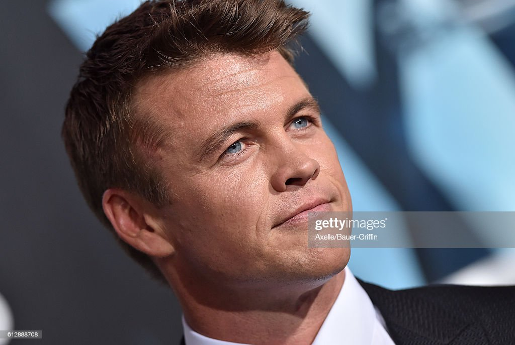 Actor Luke Hemsworth arrives at the premiere of HBO's 'Westworld' at TCL Chinese Theatre on September 28, 2016 in Hollywood, California.