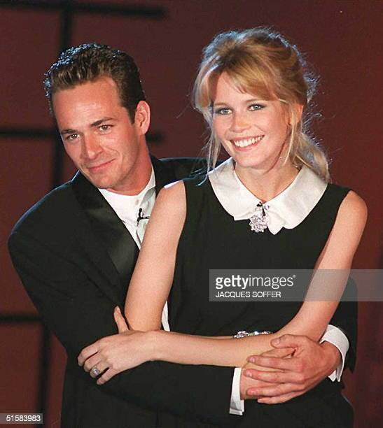 US actor Luke Perry holds German supermodel Claudia Schiffer late 03 May while hosting the World Music Awards ceremony in Monaco AFP PHOTO