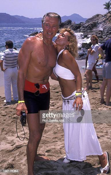 Actor Lyle Waggoner and wife Sharon Kennedy attend Las Hadas Celebrity Sports Invitational on May 11 1990 in Manzillo Mexico
