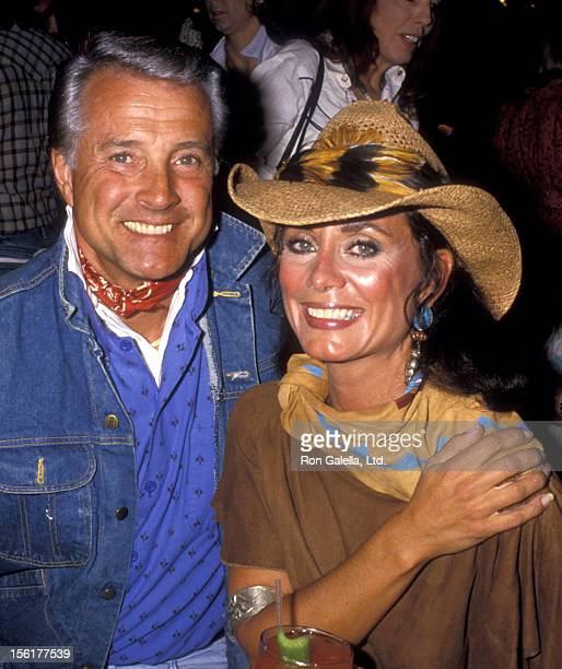 Actor Lyle Waggoner and wife Sharon Kennedy attends Windweather Foundation Exhibition on March 1 1987 at Lalo and Brothers in Encino California