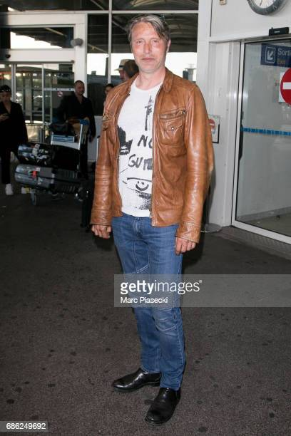 Actor Mads Mikkelsen arrives at Nice airport during the 70th annual Cannes Film Festival at on May 20 2017 in Cannes France