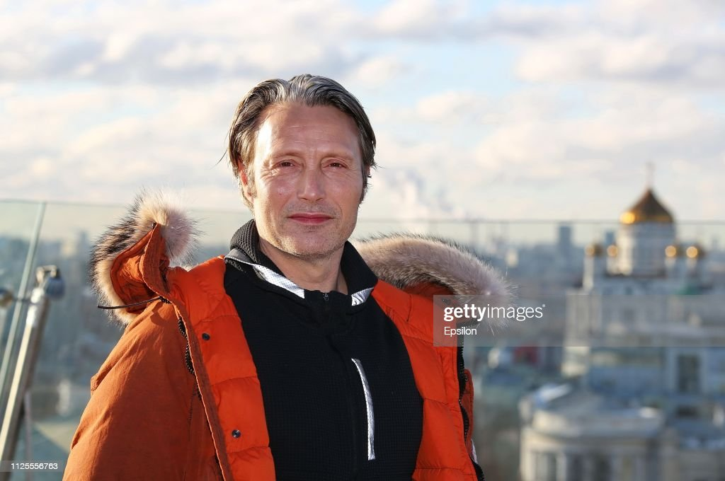 RUS: Actor Mads Mikkelsen Photocall