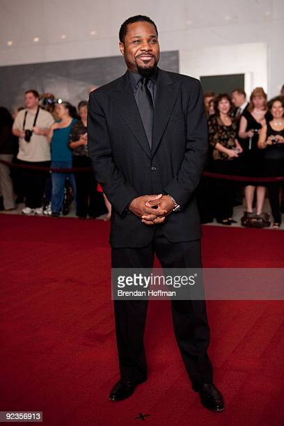Actor MalcolmJamal Warner poses for photographers at the 12th annual Mark Twain Prize for American Humor at the John F Kennedy Center on October 26...