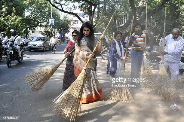Actor Manya Malhotra Kathak Dancer Uma Sharma among others participate in the Swachh Bharat Abhiyan at East of Kailash on October 11 2014 in New...