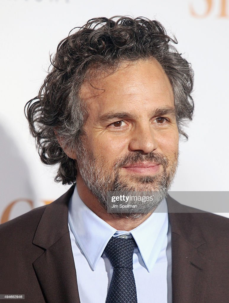 Actor Mark Ruffalo attends the 'Spotlight' New York premiere at Ziegfeld Theater on October 27, 2015 in New York City.