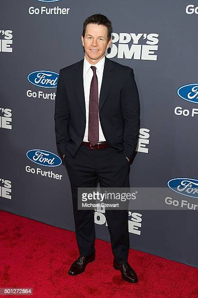 Actor Mark Wahlberg attends the Daddy's Home New York Premiere at AMC Lincoln Square Theater on December 13 2015 in New York City