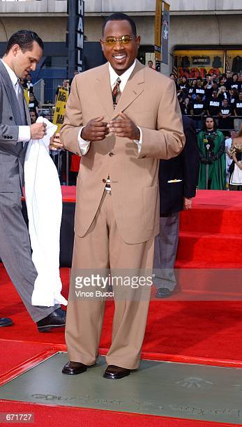 Actor Martin Lawrence puts his feet in cement at a hand and footprint ceremony November 19 2001 at the famous Grauman's Chinese Theatre in Hollywood...