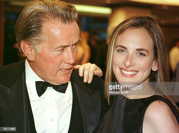 Actor Martin Sheen and actress Marlee Matlin attend the White House Correspondents'' Association Dinner April 29 2000 in Washington DC This is the...