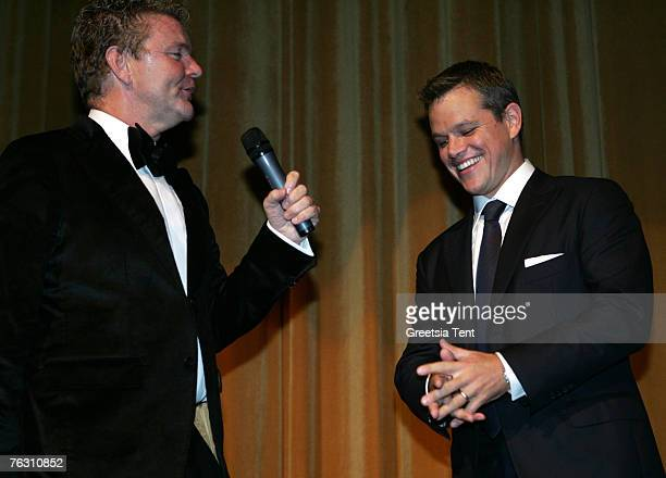"""Actor Matt Damon and host Rene Mioch at the Netherlands Premiere of """"The Bourne Ultimatum"""" at the Tuschinski Theatre on August 23, 2007 in Amsterdam."""