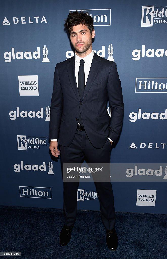 Red Carpet - 27th Annual GLAAD Media Awards : News Photo